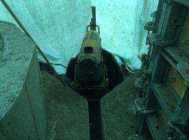 Обогрев тепловой пушкой фундаментов под химическое оборудование под тентом